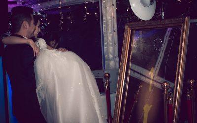 Mornington Peninsula Photobooth Hire – The Magic Mirror Booth