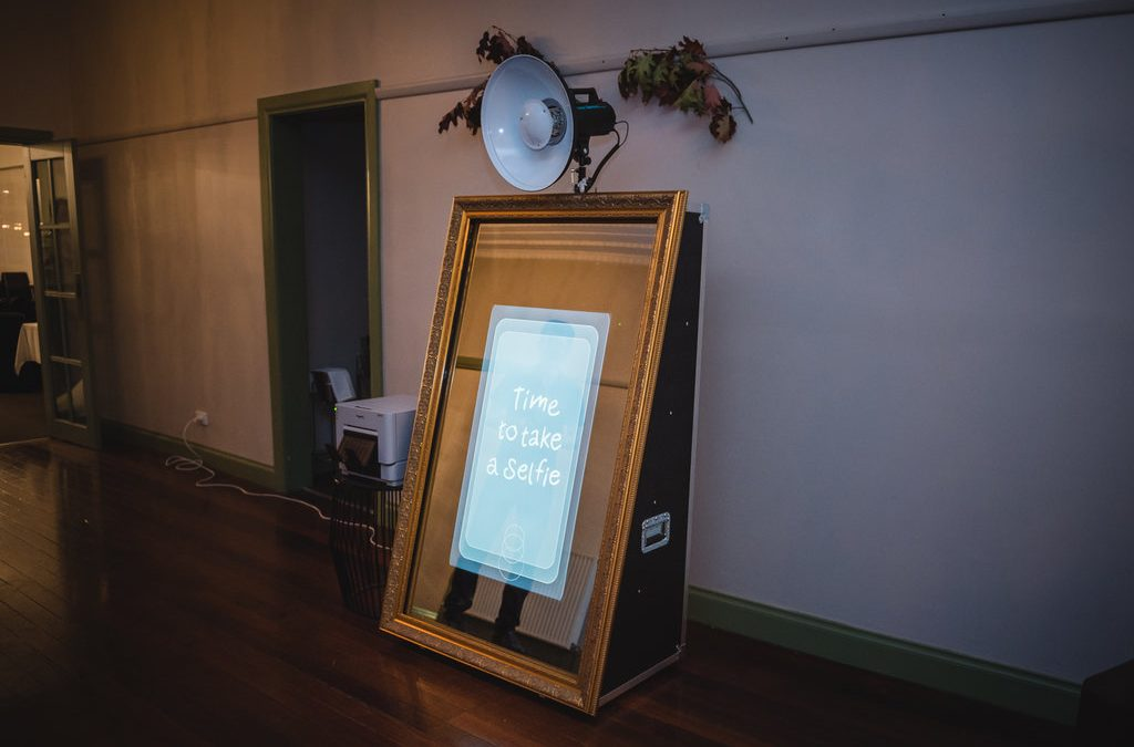 Hire Photo Booth Melbourne – Mirror Booth Style And Setup
